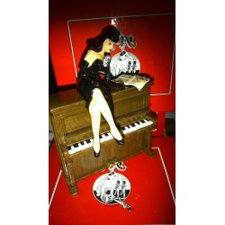 Figurine La Pin up sur le piano BERTHET - Pixi 05445