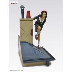 Figurine Le Vol du Corbeau Jeanne sur les toits de Paris GIBRAT ATTAKUS